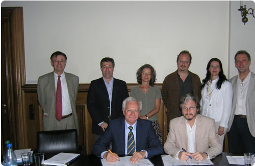 Von links nach rechts: Dr. Arnold Spitta; Prof. Dr. Carlos Greco; Prof. Dr. Andrea Pagni; Prof. Dr. Alejandro Grimson; Dr. Irma de Melo; Prof. Dr. Jorge Fernández Niello; Prof. Dr. Karl-Dieter Grüske und Prof. Dr. Carlos Ruta
